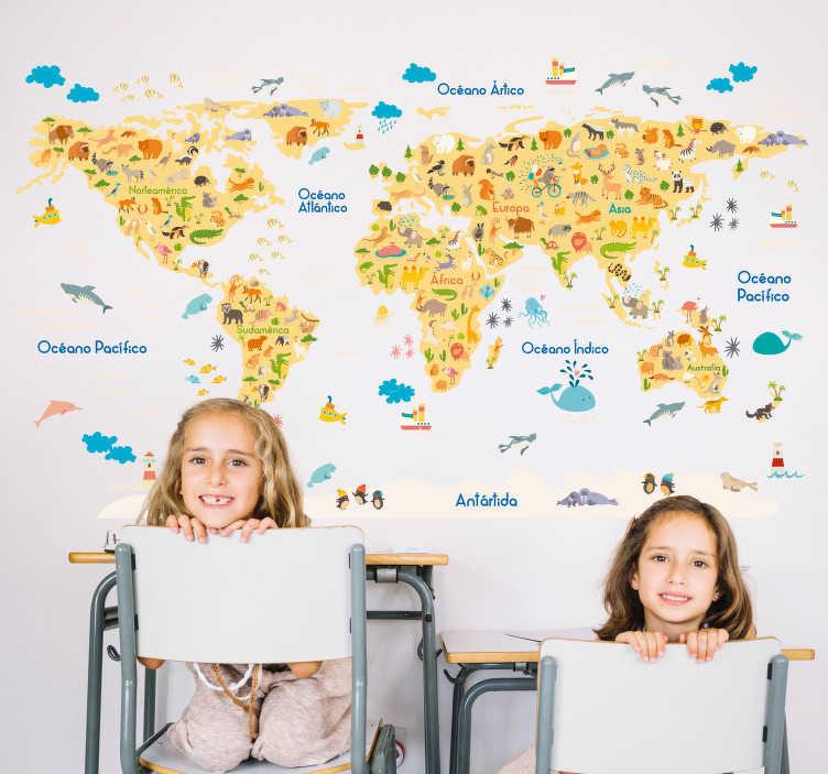 TenVinilo. Vinilo mapa del mundo fauna. Vinilo infantil con la el perfil de un mapa del mundo y sobre él el dibujo de los distintos animales característicos de cada continente.