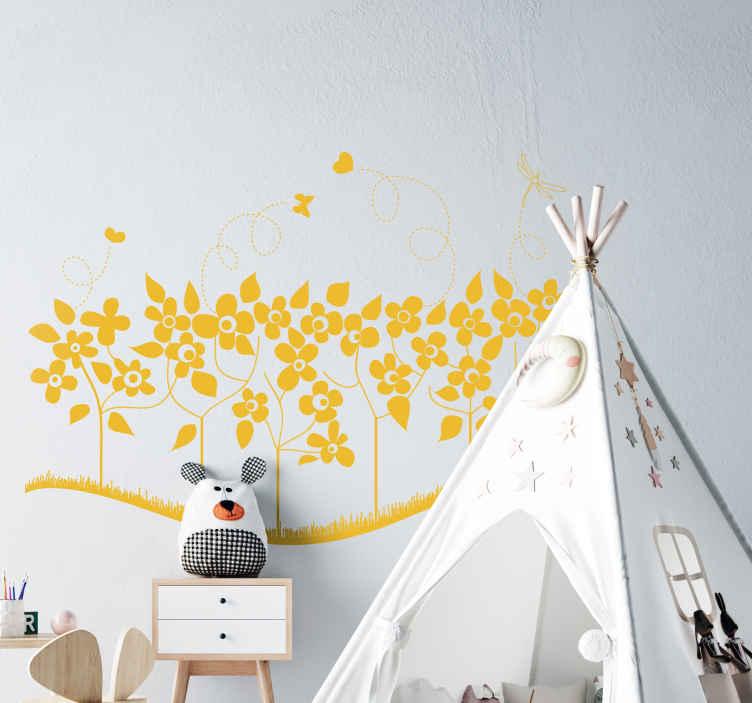TenStickers. Sticker decoratieve bloemen. Een muursticker van een rij bloemen met hier rond vliegende vlinders en hartjes. Een originele wandsticker voor de decoratie van uw woning.