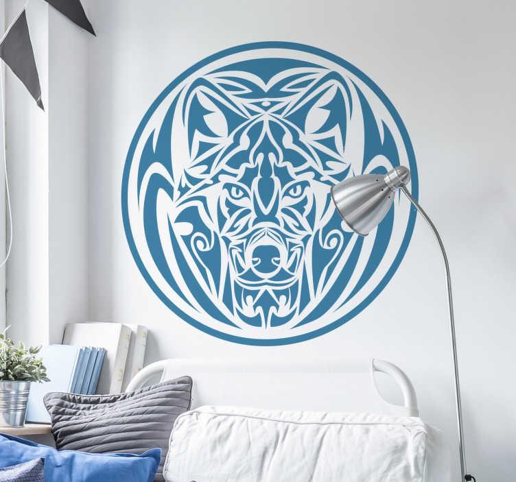 TenStickers. Autocollant loup tribal cercle. Sticker loup en forme de tribal circulaire parfait si vous aimez cet animal sauvage caractérisant le cote solitaire et calme qui vous définit.