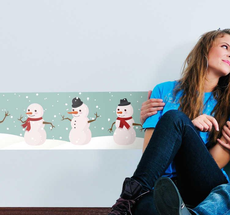 TenStickers. Sticker frise bonhommes de neige. Sticker frises de trois bonhommes de neige parfait si vous avez envie de faire régner une ambiance hivernale et de noël dans votre chambre.