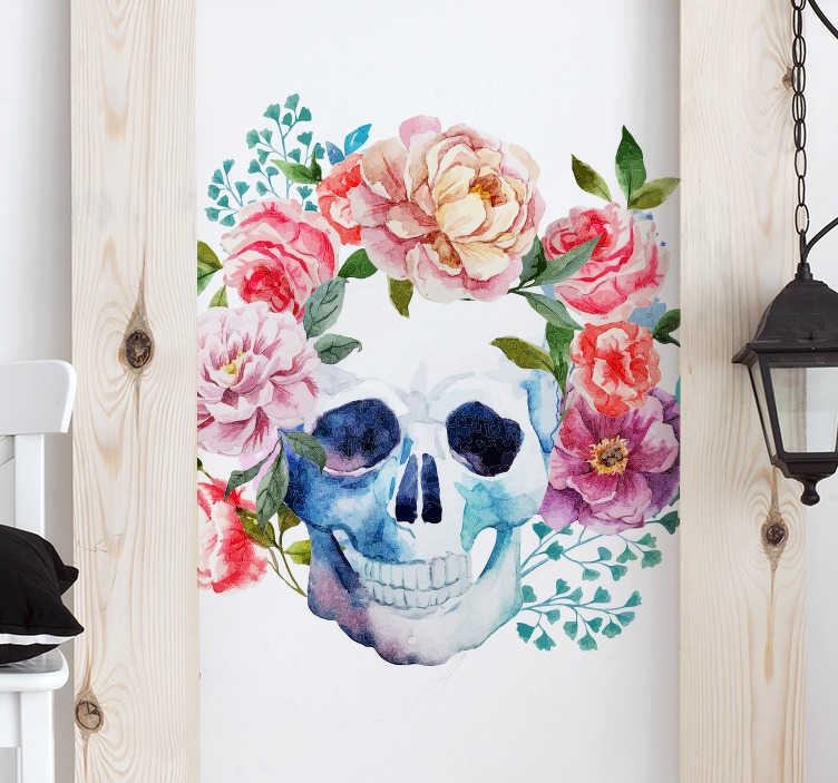 TenStickers. Muursticker schedel met bloemen. Kleurrijke muursticker van een schedel omringt door bloemen. Fraaie wanddecoratie met een dubbel karakter, voor wie eens wat anders aan de muur wil.