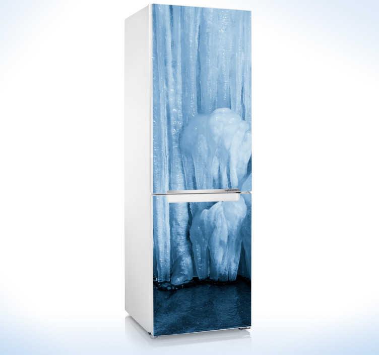 TenStickers. Koelkast sticker foto ijs. Geef uw koelkast een frisse look met deze fraaie koelkaststicker. Deze sticker toont een foto van ijs om uw ijskast een toepasselijke look te geven.