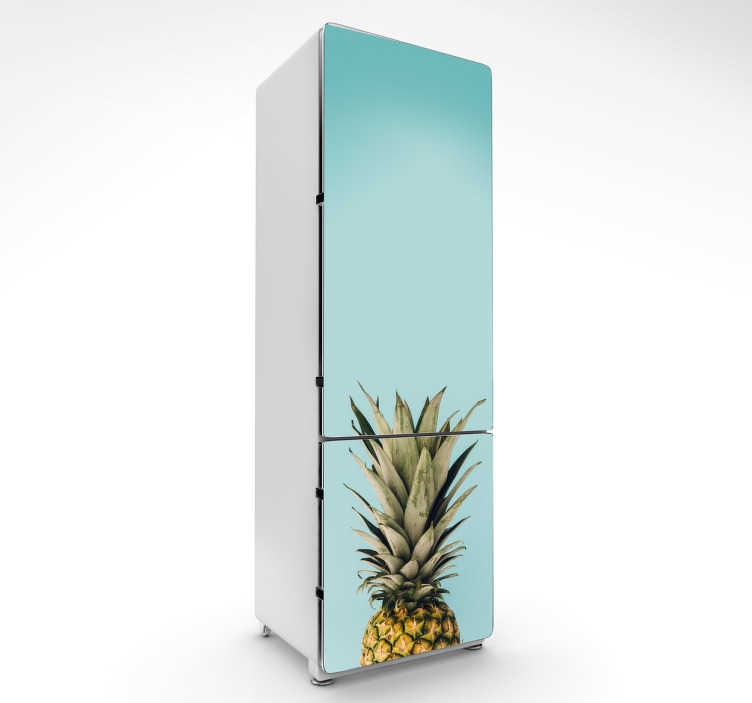 TenStickers. Adesivo per frigo foto ananas. Adesivo per frigorifero a tema con la localizzazione. Decora la tua cucina e più specificatamente il tuo frigo con l'immagine di questo ananas.