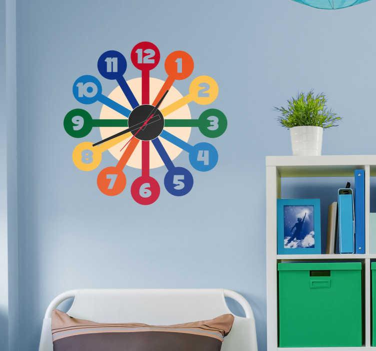 TenStickers. Klok muursticker kleuren. Een kleurige en moderne muursticker met werkend klokmechanisme. Functionele wanddecoratie voor een schitterend modern interieur.