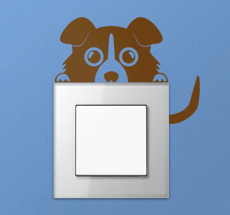 TenVinilo. Vinilo interruptor perro asomándose. Adhesivo interruptor con la imagen de un divertido perro escondido detrás de la clavija.