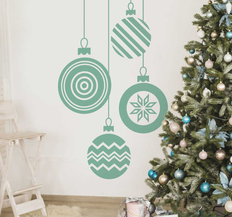 TenStickers. Sticker grandes boules de noël. Découvrez notre sticker de noël représentant 4 boules de Noel réalisées avec des styles différents. Idéal pour décorer votre salon ou votre chambre.