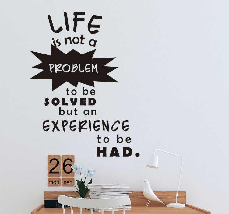 TenStickers. Wandtattoo Zitat Alan Watts. Cooles Wandtattoo mit einem schönen Zitat des britischen Philosophen Alan Watts. Schöne Dekorationsidee für das Schlaf- oder Wohnzimmer.