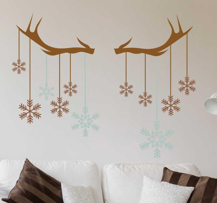 TenVinilo. Vinilo Navidad cuernos de reno. Vinilos decorativos navideños originales y modernos, con el perfil de dos cuernos de los cuales cuelgan bolas de navidad con forma de copo de nieve.