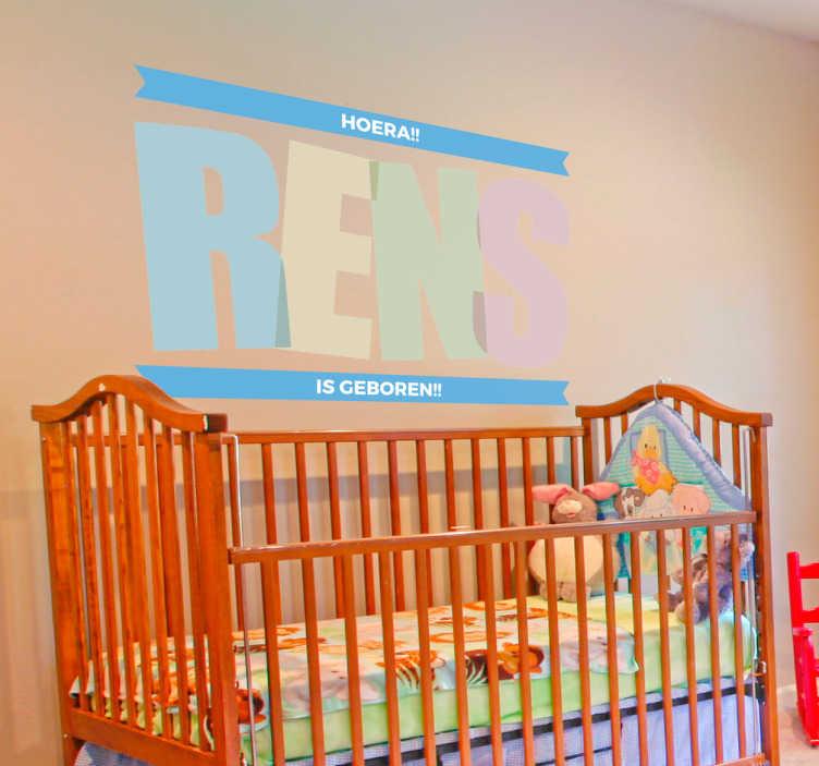 TenStickers. Sticker baby is geboren. Vier de geboorte van uw zoontje of dochtertje met deze fraaie geboortesticker. Laat anderen zien hoe trots je bent met deze decoratie.
