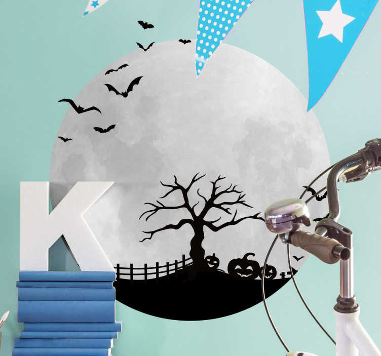 TenVinilo. Vinilos para Halloween luna terror. Vinilos terror con la representación de una luna llena y el perfil de un paisaje de miedo.