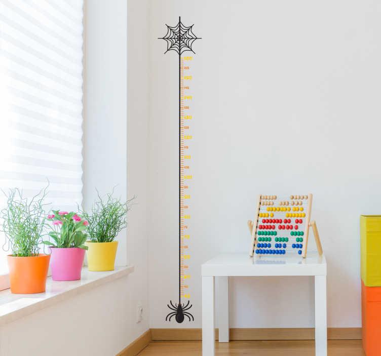 TenStickers. Edderkop højdemåler wallsticker. Dekorativ højdemåler af lille edderkop med spindelvæv. Til de modige børn og fin som Halloween sticker dekoration.
