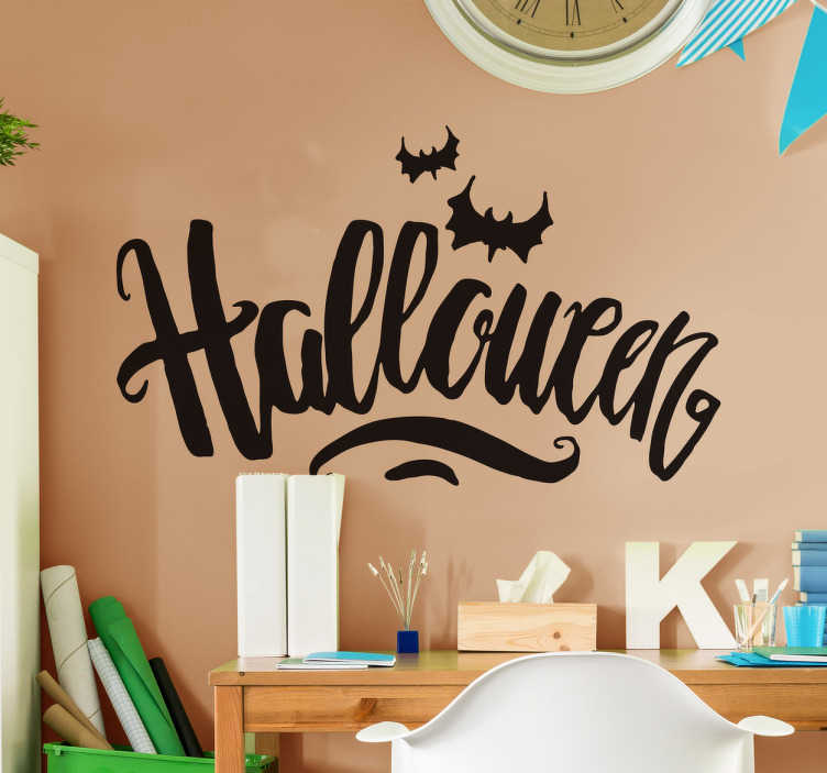 TenVinilo. Vinilo Halloween lettering terror. Vinilos decorativos para Halloween con un diseño original creado a mano alzada, con una letra caligráfica y la silueta de dos murciélagos.