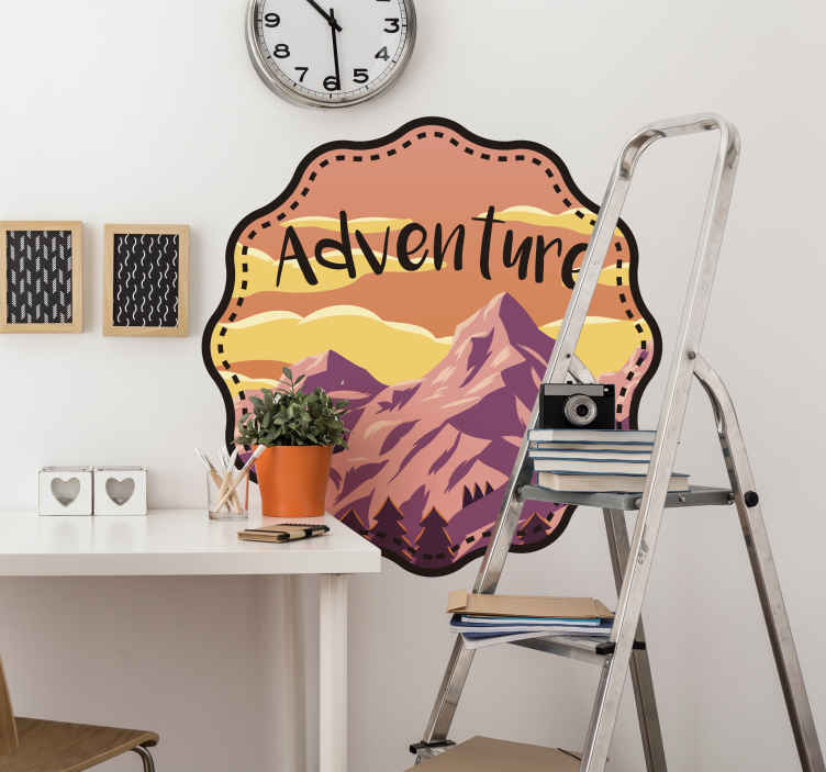 TenStickers. Adesivo rotondo con Montagna e Avventura. Sticker con paesaggio alpino e bicicletta adatto ad ogni tipo di superficie.