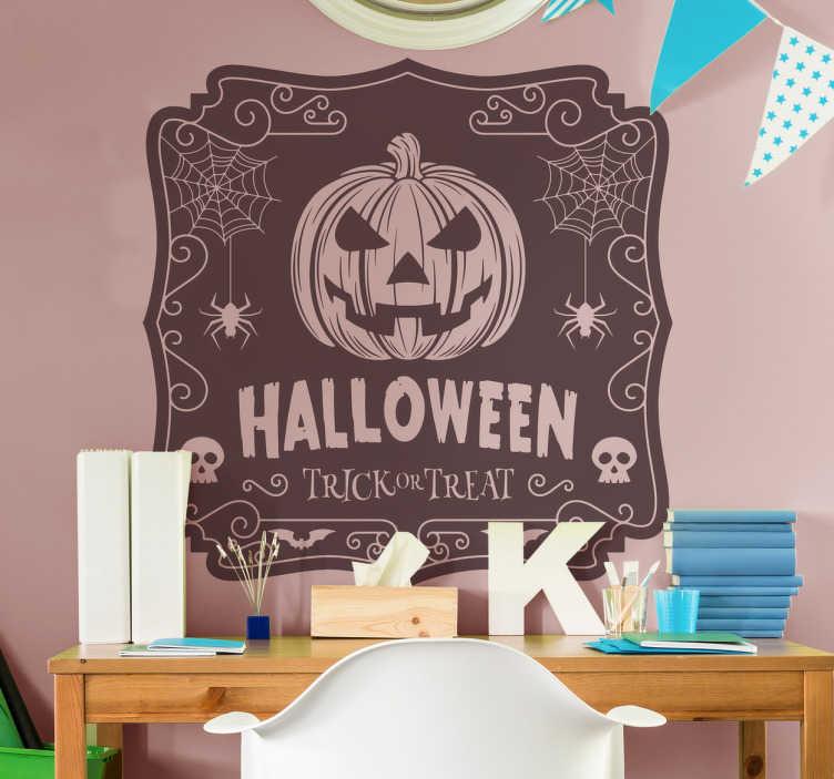 TenStickers. Naklejka rysunek halloween cukierek albo psikus. Naklejka ścienna święta i wydarzenia to ciekawa dekoracja na nadchodzące święto Halloween, przedstawia przerażającą dynię z napisem Halloween!