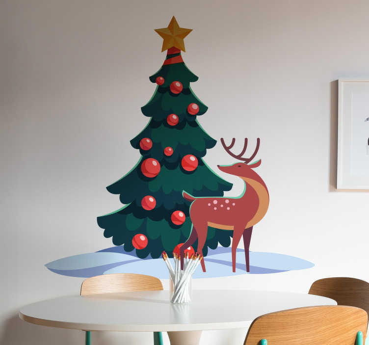 TenStickers. Sticker scène de noël. Décorez votre intérieur avec ce sticker représentant un arbre de noël et un renne sous un temps d'hiver. Idéal pour habiller les murs de votre maison