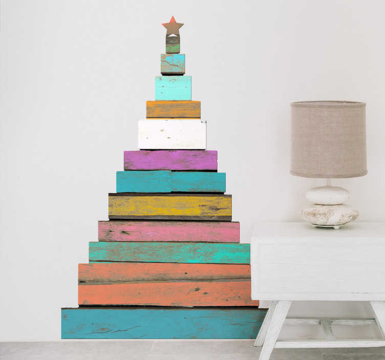 TenStickers. Adesivo albero di Natale di legno. Adesivo albero di Natale effetto legno. Ogni strato ha un colore diverso, rivoluzionando il classico concetto di albero di Natale con le palle