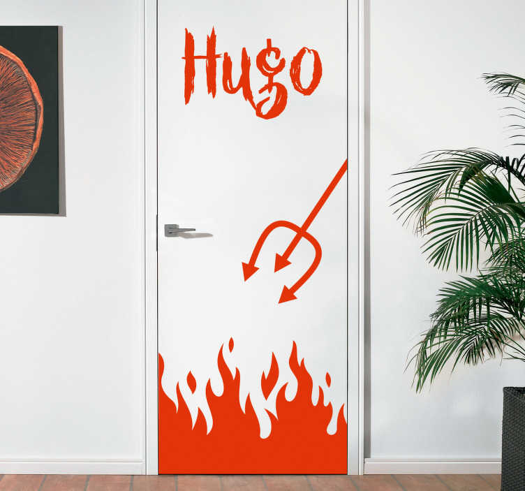 TenVinilo. Vinilos Halloween puerta al infierno. Vinilos para puerta que simula la entrada al infierno, bajo la puerta aparecen unas llamas y por un lado sale el tridente del mismo diablo.