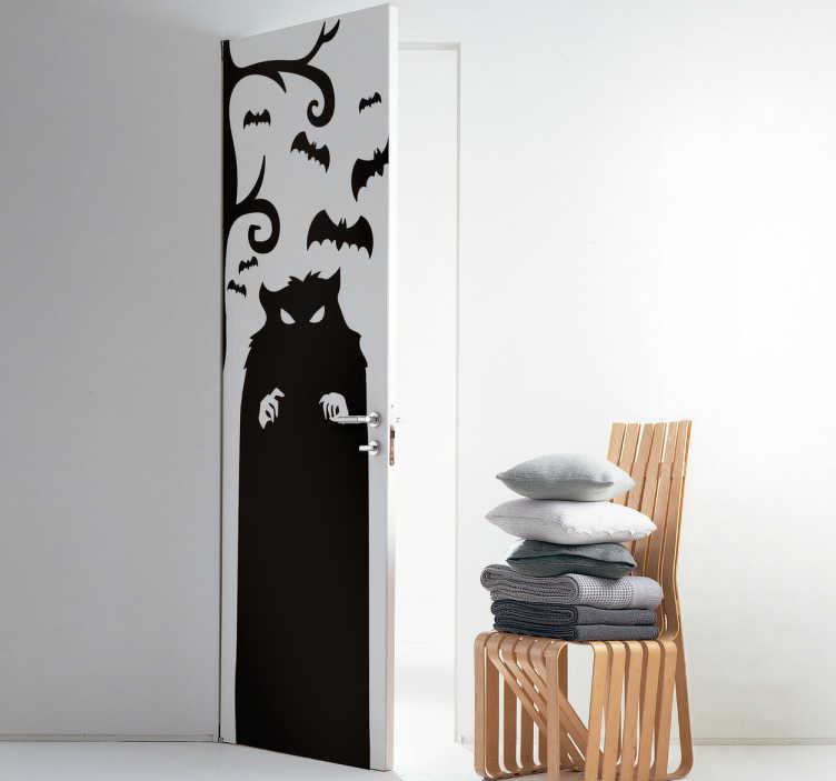 TenStickers. Deursticker angstaanjagend monster. Een decoratie voor zowel Halloween als de rest van het jaar, die een angstaanjagende sfeer toevoegt aan de deur van welke kamer dan ook in huis.