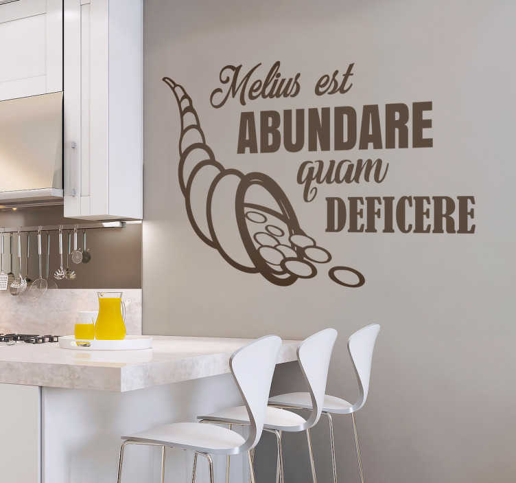 """TenStickers. Adesivo murale """"Melius est abundare quam deficere"""". Scritta murale adesiva in latino """"melius est abundar quam deficere"""" dará un tocco di classe nella tua cucina o soggiorno"""