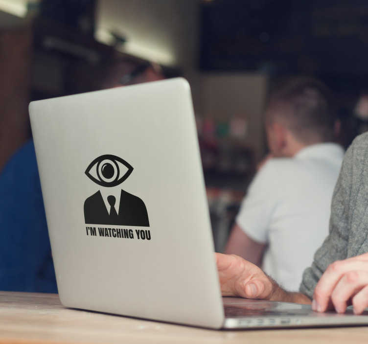 TenStickers. Laptopsticker I'm watching you. Laptop sticker met het ontwerp van een man wiens hoofd wordt gevormd door een observerend oog. Kleur en afmetingen aanpasbaar. Snelle klantenservice.