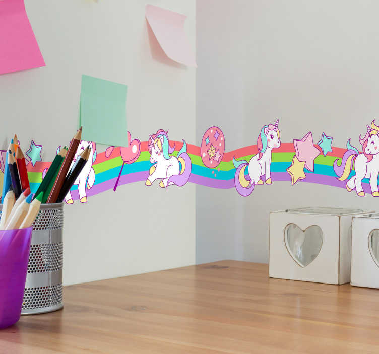 TenVinilo. Adhesivo cenefa de unicornios. Vinilo cenefa pared con la ilustración de unos unicornios frente a un arcoíris de colores.