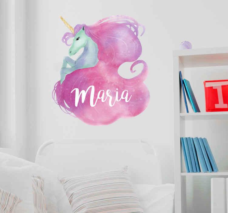 TenStickers. Adesivo personalizzabile con nome e unicorno. Sticker da parati con un bel disegno di unicorno colorato con acquerelli in toni rosa in cui è possibile aggiungere il nome dei tuoi piccoli