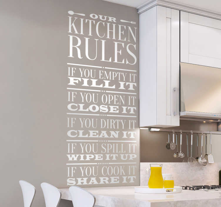 TenStickers. Muursticker kitchen rules. Wilt u dat de keuken op een fatsoenlijke en sociale manier gebruikt wordt? Maak dit dan duidelijk aan anderen met deze fraaie muurtekst.