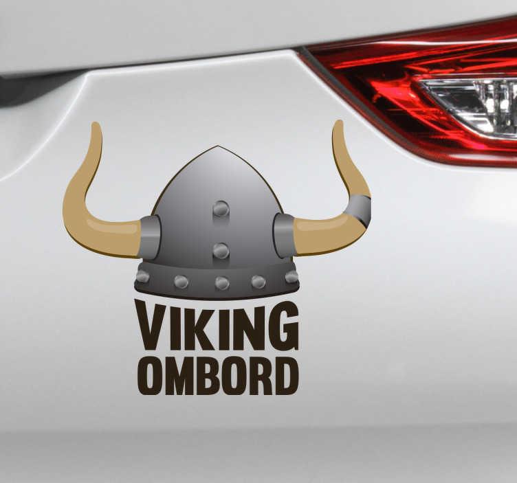 TenStickers. Viking ombord bil sticker. Klistermærke viking ombord til bilen. Sjov bil sticker med motiv af vikingehjelm og tekst. Dekorer din bil på en ny og sjov måde.
