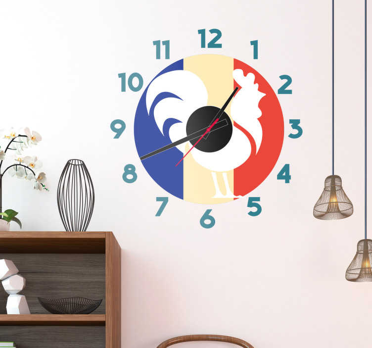TenStickers. Sticker horloge coq et drapeau français. Décorez votre mur avec ce sticker horloge murale de coq sur fond de drapeau français. Idéal pour votre cuisine ou votre salon.