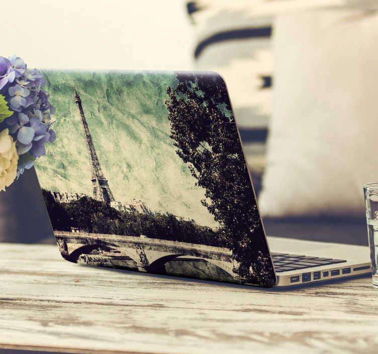TenStickers. Laptopsticker vintage foto Parijs. Een fraaie foto van Parijs voor op uw laptop cover. Laat uw laptop opvallen met deze originele vintage stijl laptop skin voor een lage prijs.