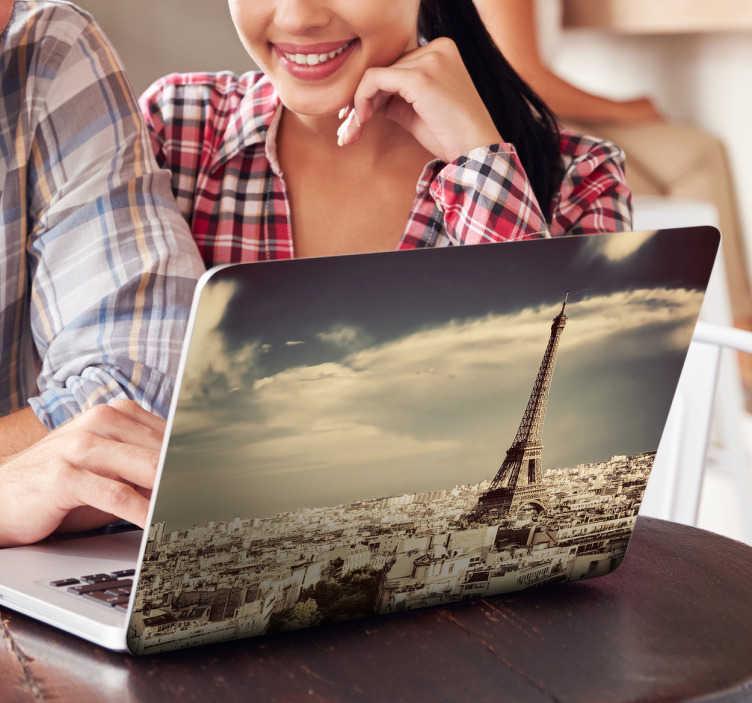 TenStickers. adesivo per pc foto Paris. Giornata soleggiata su Parigi: cover adesiva per il tuo pc