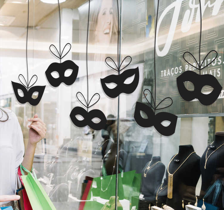 TenStickers. Autocolante decorativo com máscaras de carnaval. Este vinil com máscaras de carnaval para olhos suspensas cordel causando a impressão de que têm movimento.