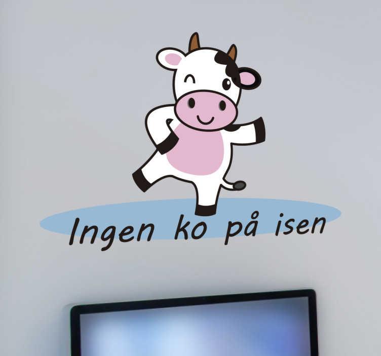 TenStickers. Ingen ko på isen klistermærke. Ingen ko på isen klistermærke. Sød dekoration til hjemmet af en ko som står på isen, motiv af ko og tekst. Fremstillet af kvalitets folio.