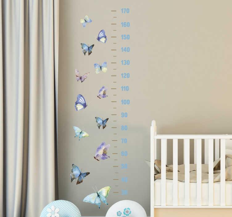 TenStickers. Groeimeter muursticker vlinders. Muursticker groeimeter met de tekening van verschillende vlinders met een meetlat van vinyl met afmetingen in centimeters.