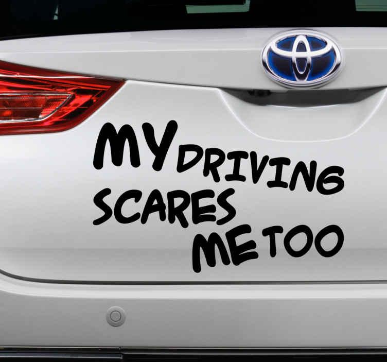 TenStickers. Sticker pour voiture humour. Sticker pour voiture texte amusant. Ayez un peu d'humour avec ce sticker à appliquer sur une voiture.