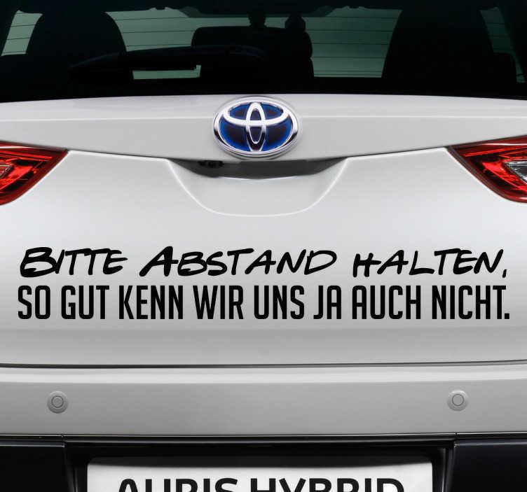 TenStickers. Autoaufkleber Bitte Abstand halten. Autoaufkleber mit witzigem Spruch. Für alle Autofahrer, die ihren gemütlichen Fahrstil gerne mit Humor nehmen.