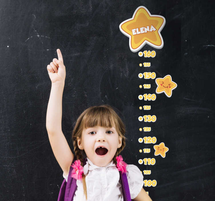 TenStickers. Muursticker groeimeter sterren personaliseerbaar. Deze muursticker groeimeter voor kinderen is een geweldig decoratie-idee voor de kinderkamer en geeft je huis een vleugje kleur en humor.