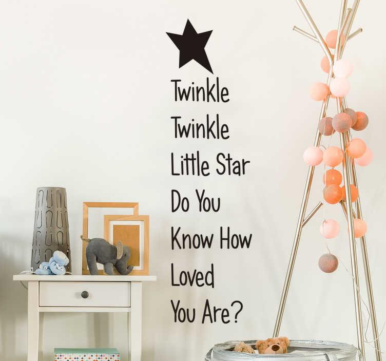 "TenStickers. Autocolande infantil twinkle little star. Autocolante de parede infantil referindo à famosa canção de embalar ""twinkle twinkle little star"", traduzindo'', ideal para cantar aos seus filhotes."