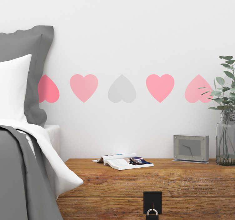 TenStickers. Bordüre mit Herzen. Schöne Bordüre mit verschieden farbigen Herzen. Eine tolle Dekorationsidee für das Schlafzimmer oder als Geschenk zum Valteningstag.