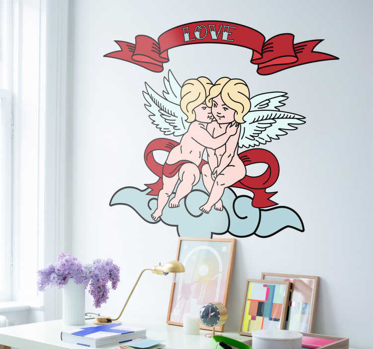 TenVinilo. Vinilos amor angeles. Vinilo decorativo con el dibujo de dos ángeles abrazados en una nube sobre los cuales hay una bandera con la palabra Love (amor).