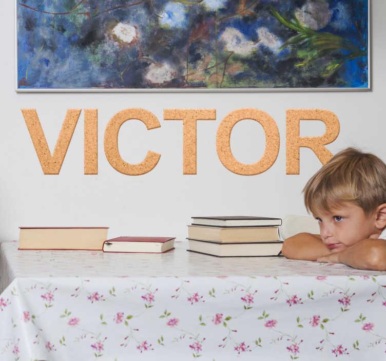 TenVinilo. Vinilo nombre personalizado corcho. Pegatinas nombre personalizado ideal para decorar la habitación de tus hijos con su nombre con una impresión de textura de corcho.
