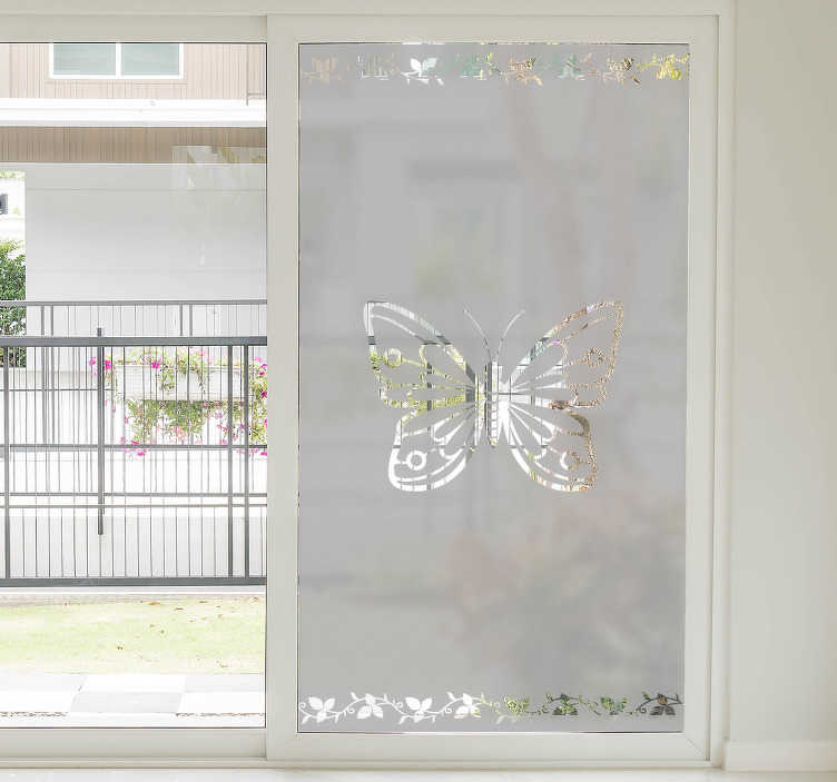 TenStickers. Fensterfolie Schmetterling. Dekorieren Sie Ihr Fenster mit einer wunderschönen Fensterfolie eines eleganten Schmetterlings und Blumenverzierungen an der Ober- und Unterseite des Stickers.