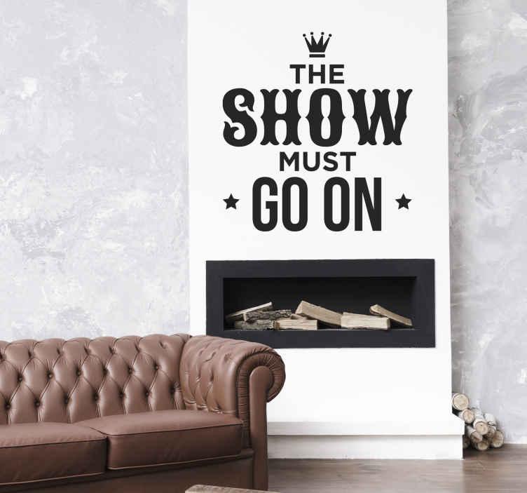 """Tenstickers. Tekstitarra Show must go on. Tekstitarra Show must go on. Hauska sisustustarra tekstillä """"The show must go on"""", jotka ovat laulun sanat Queenin kappaleesta."""