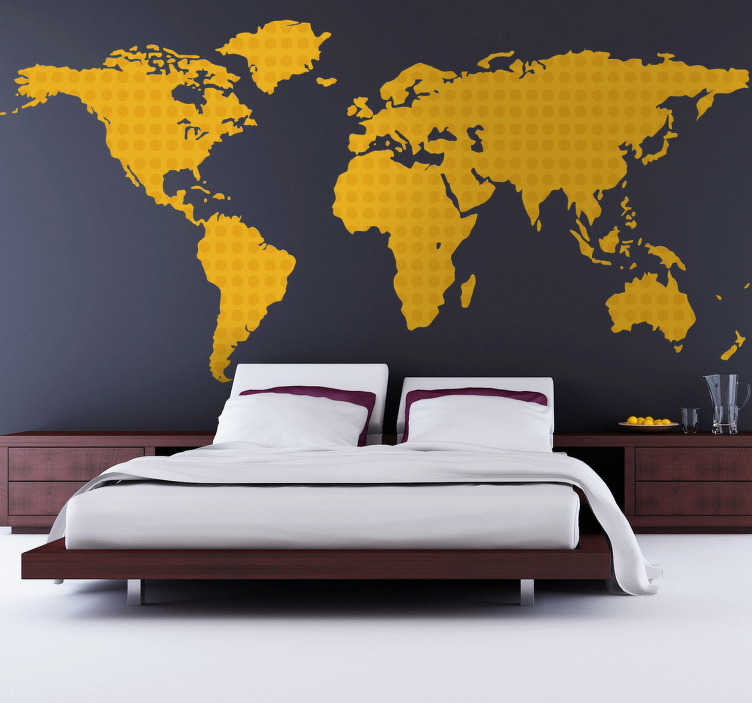 TenStickers. Sticker wereldkaart stippen geel. Een originele muursticker van een gele wereldkaart met allerlei stippen.Een leuk en modern idee voor de decoratie van de slaap-of woonkamer!