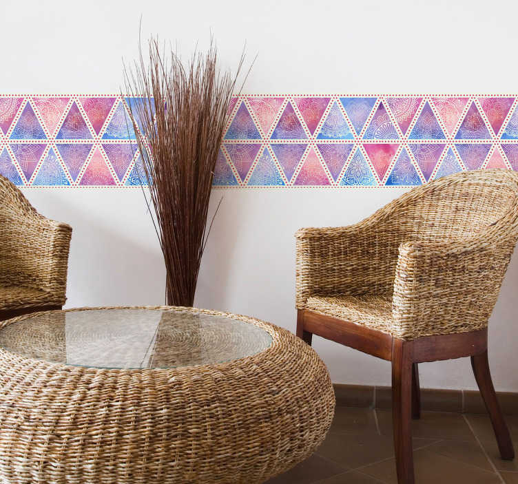 TenStickers. Behangrand driehoeken boho. Deze behangrand in boho stijl bestaande uit geometrische driehoeken. Dit originele kleurrijke design zorgt voor een gezellige en vrolijke sfeer.