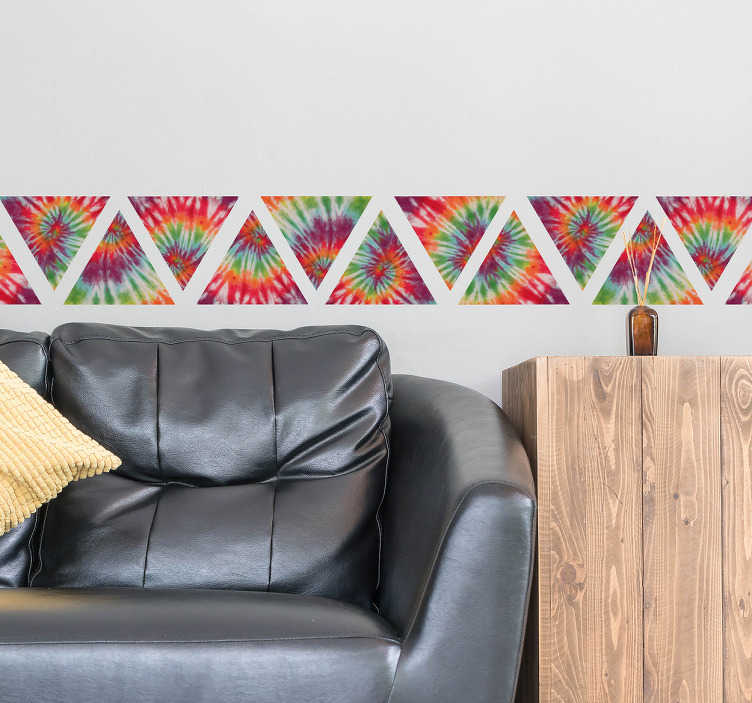 TenVinilo. Vinilo Cenefa triángulos Tie Dye. Cenefa pared adhesiva con un moderno diseño de formas triangulares y textura psicodélica, ideal para cualquier estancia de tu casa.