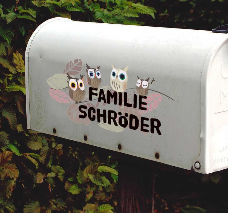 TenStickers. Namensschild Aufkleber Eule. Süßer Aufkleber für den Briefkasten oder am Klingelschild. Der Aufkleber kann individuell mit Familiennamen gestaltet werden.
