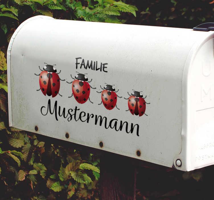 TenStickers. Briefkastenaufkleber Marienkäfer. Toller Aufkleber als alternative zum herkömmlichen Namensschild mit einer kleinen Marienkäferfamilie. Perfekt für Ihren Briefkasten.