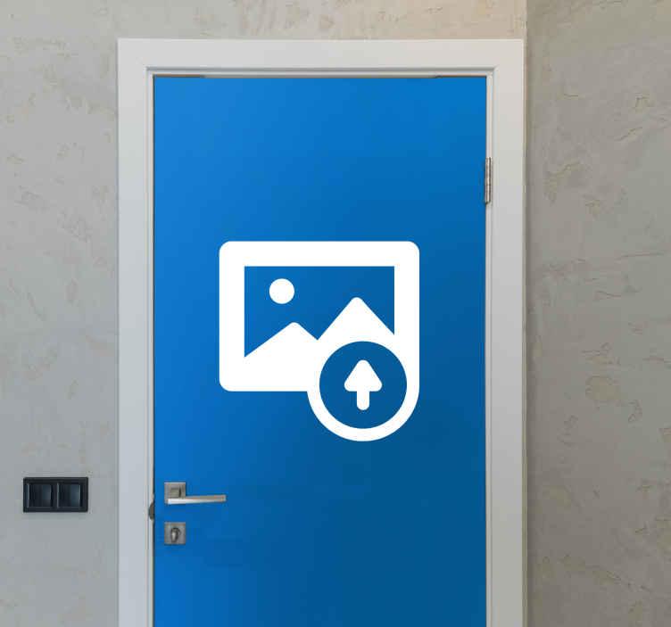 TenStickers. Adesivo porta con foto personalizzata. Finalmente un adesivo totalmente personalizzato con i ricordi e le persone della tua vita