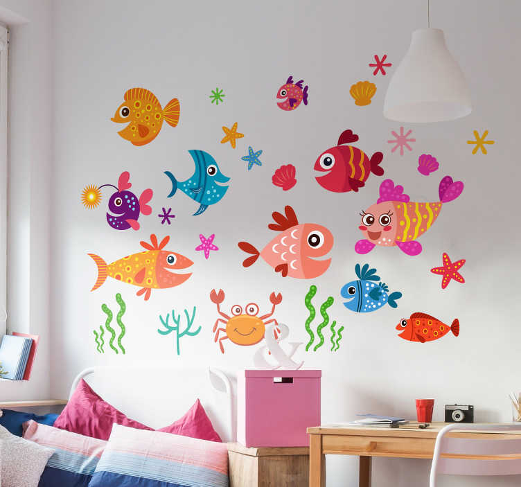 TenVinilo. Vinilo de Peces Infantiles. Colección de adhesivos paredes infantiles con una serie de dibujos de distinta fauna marina impresos en vivos colores.